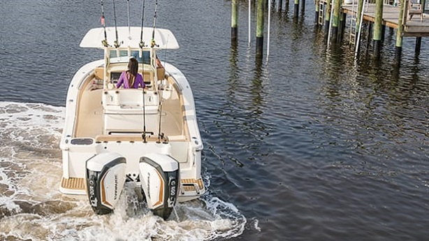 Bow-Thruster-Controls-Boat